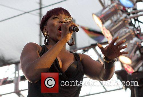 Estelle     Gay Pride 2011...