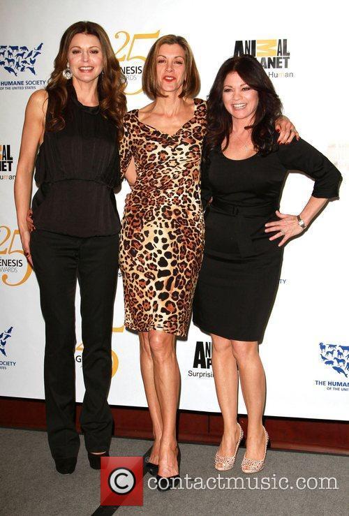 Jane Leeves, Valerie Bertinelli and Wendie Malick 4