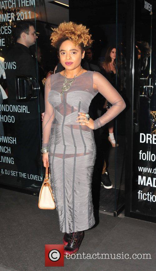 Singer Rox  Dolce & Gabbana Dress Me...
