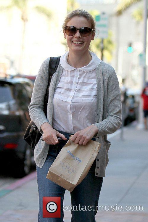 'Community' star is all smiles as she leaves...