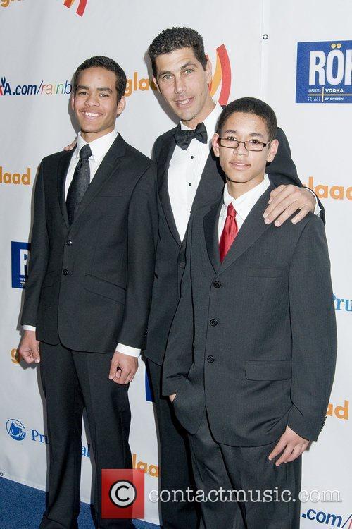 Jarrett Barrios With His Children 4