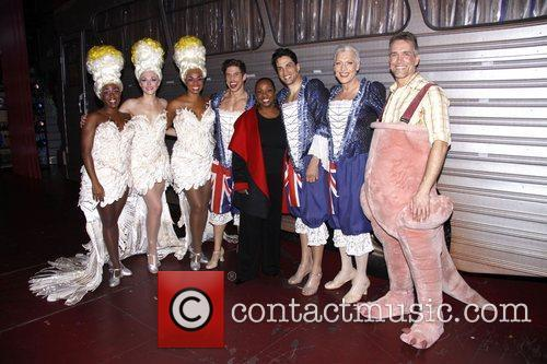 Gladys Knight visits the cast of the Broadway...