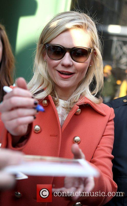 kirsten dunst signs autographs at the good 3592155