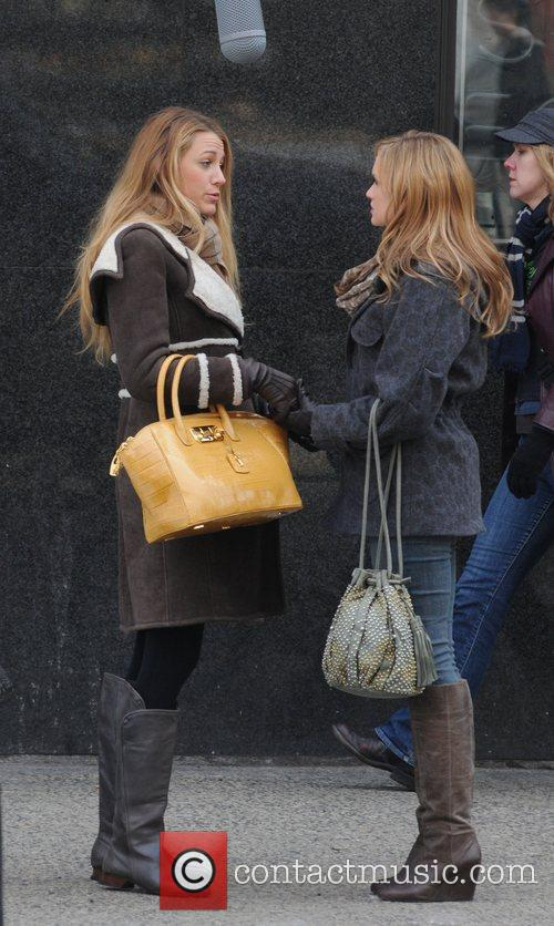 Blake Lively and Katie Cassidy on the set...