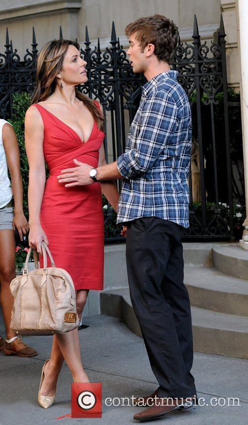 Elizabeth Hurley, Chace Crawford shooting Gossip Girl on...