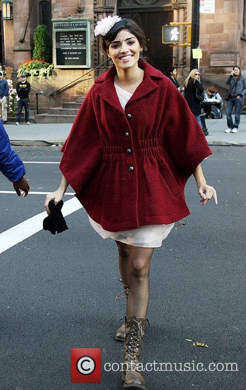 Amanda Setton on the set of 'Gossip Girl'...