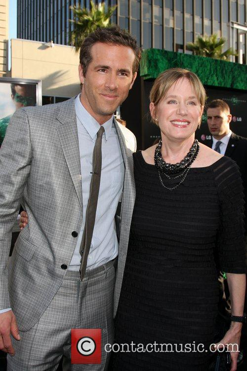 Ryan Reynolds with his mother Tammy Reynolds Los...