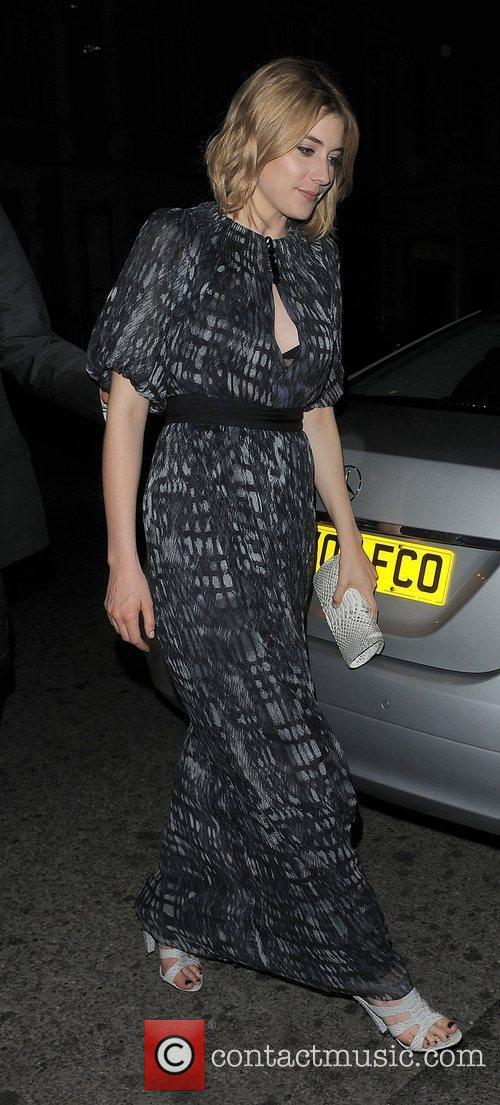 Greta Gerwig arriving back at her hotel.