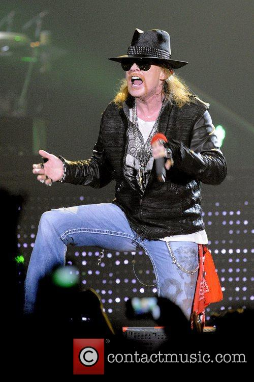 axl rose guns n roses perform on 3631845