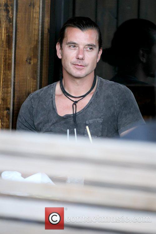 Gavin Rossdale eating with his family at Robata...