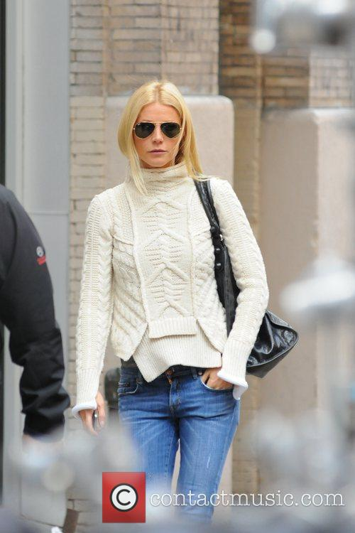 Gwyneth Paltrow walking to the set of 'Thanks...