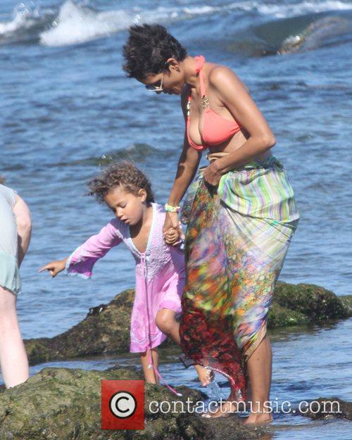 Halle Berry, Malibu Beach