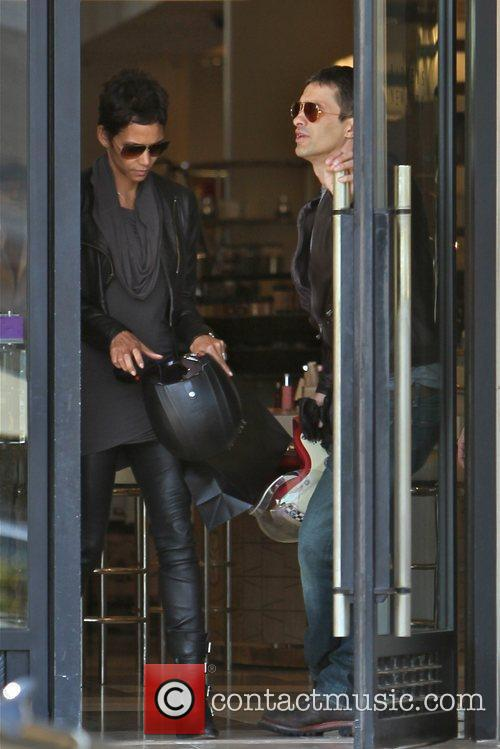 Halle Berry, Helmet and Olivier Martinez 3