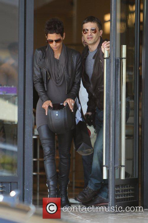 Halle Berry, Helmet and Olivier Martinez 15