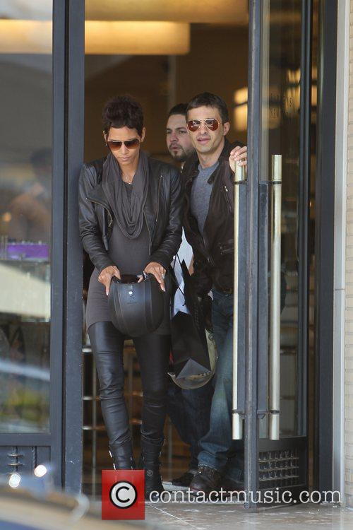 Halle Berry, Helmet and Olivier Martinez 17