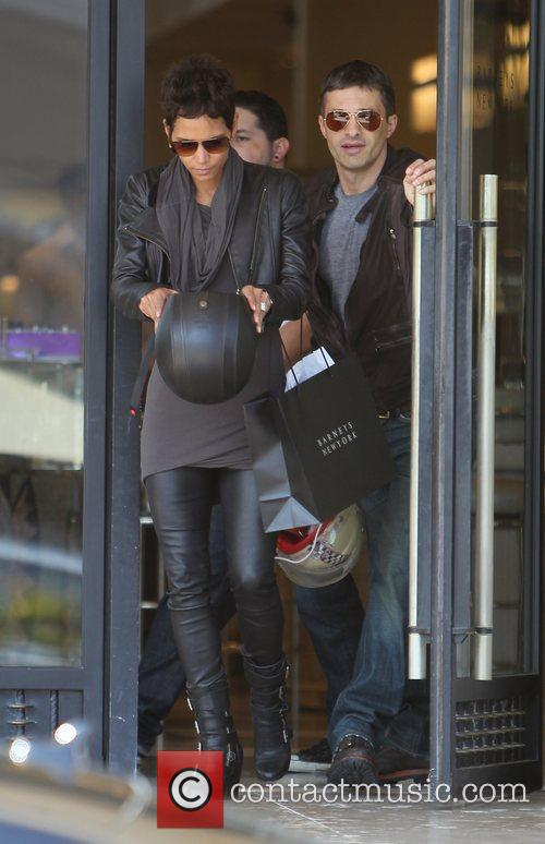 Halle Berry, Helmet and Olivier Martinez 2