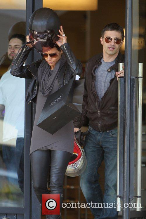 Halle Berry, Helmet and Olivier Martinez 18