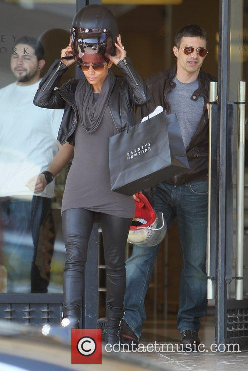 Halle Berry, Helmet and Olivier Martinez 4