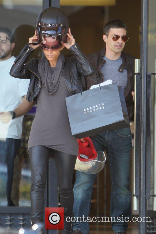 Halle Berry, Helmet and Olivier Martinez 11