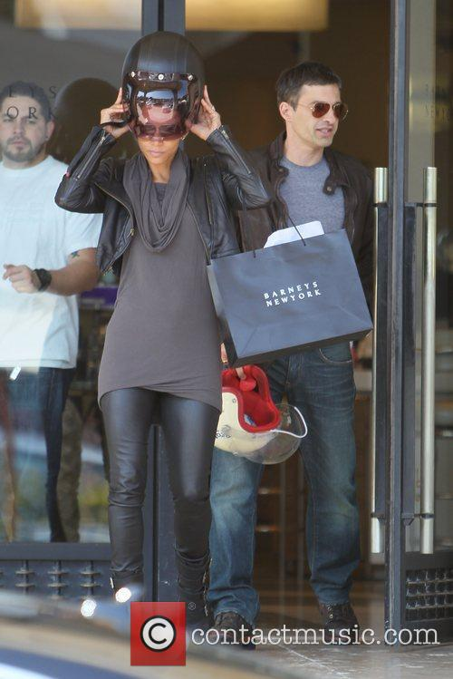 Halle Berry, Helmet and Olivier Martinez 12