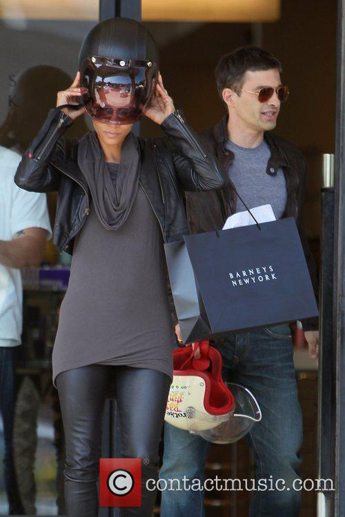 Halle Berry, Helmet and Olivier Martinez 13