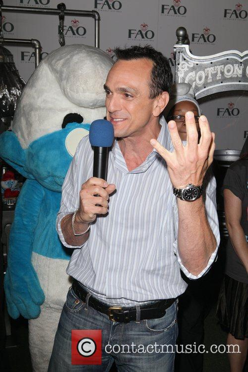 Hank Azaria from 'The Smurfs' unveils the Smurfalator...