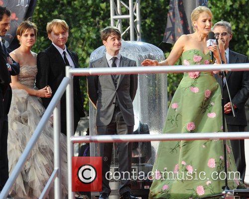 Rupert Grint, Daniel Radcliffe, Emma Watson and Jk Rowling 10