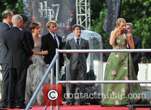 Jk Rowling, Daniel Radcliffe, Emma Watson and Rupert Grint 6