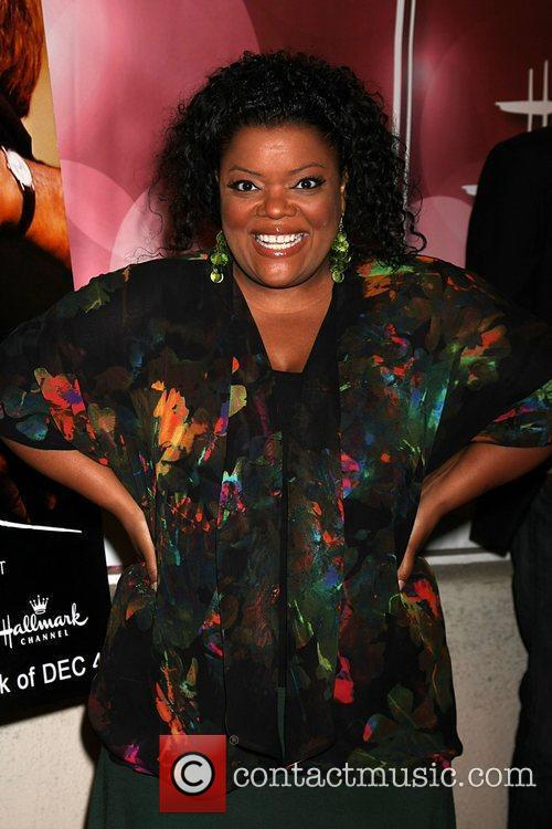 yvette nicole brown attending the have a 3592728