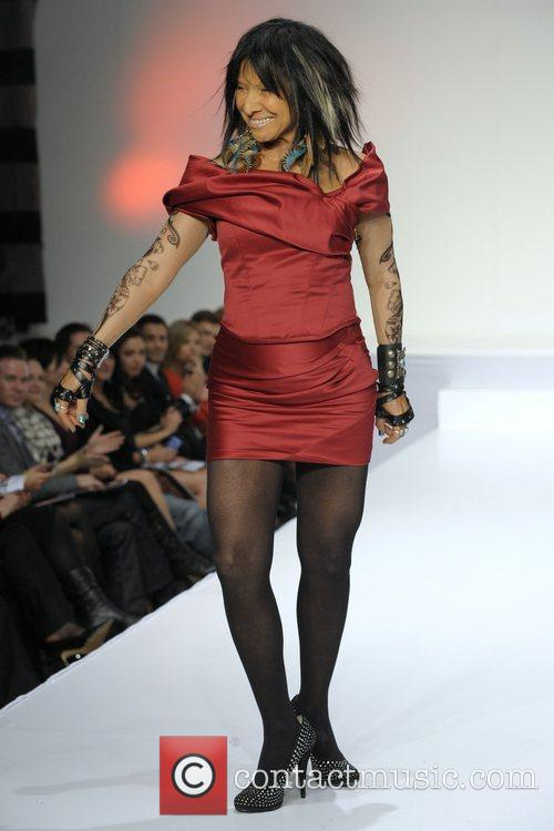 Buffy Sainte Marie The Heart Truth Fashion Show Held At The Carlu 4 Pictures