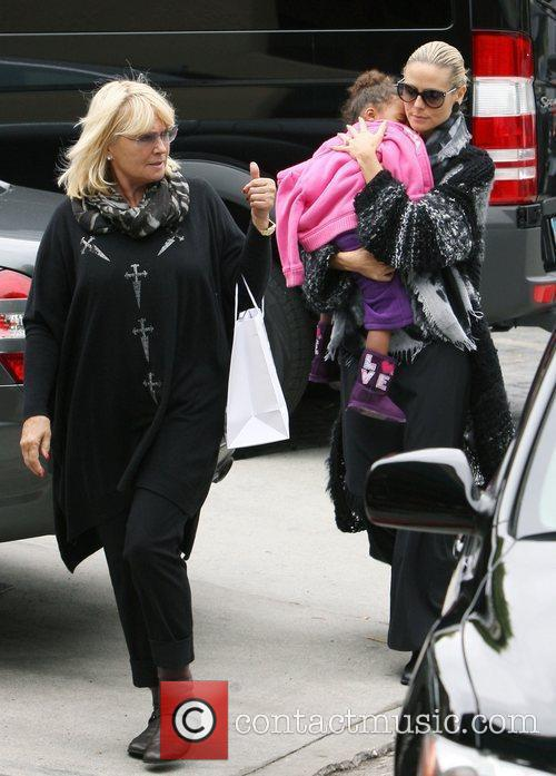 Heidi Klum shopping with her daughter Lou and...