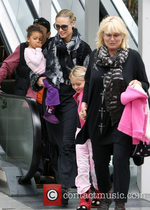 Heidi Klum shopping with her daughters Lou and...
