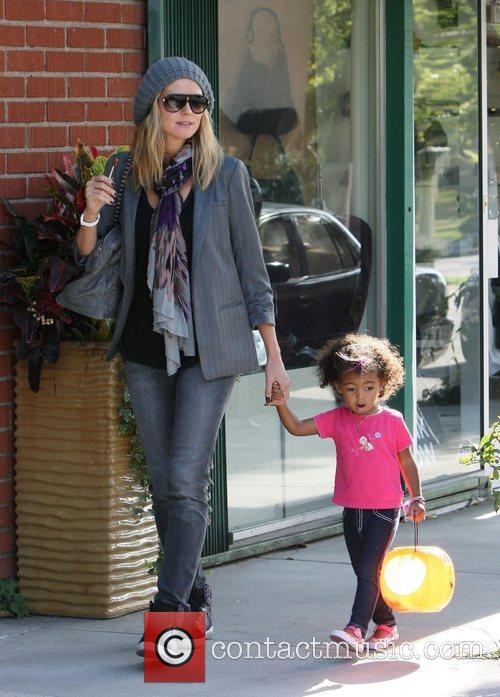 Shopping with her daughter Lou in Brentwood