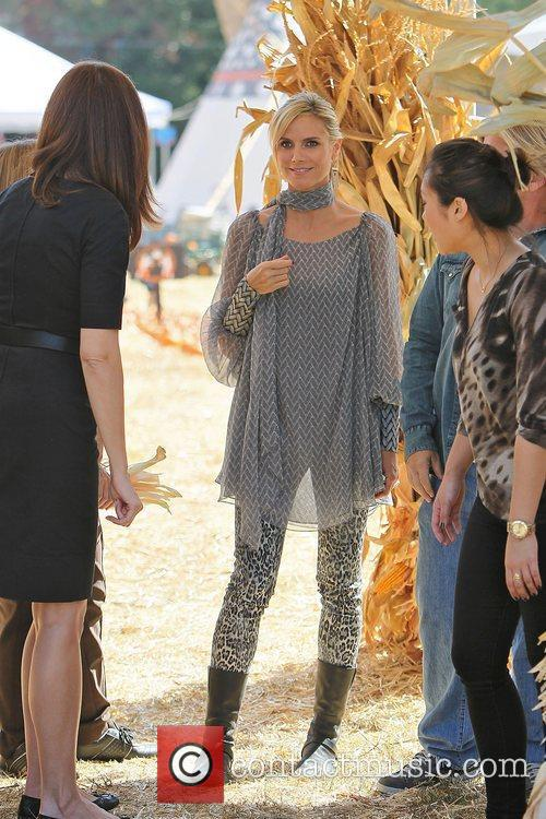 heidi klum at mr bones pumpkin patch 3554207