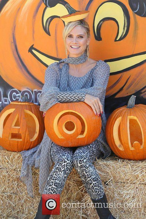 heidi klum at mr bones pumpkin patch 3554210
