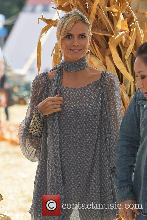 heidi klum at mr bones pumpkin patch 5737777