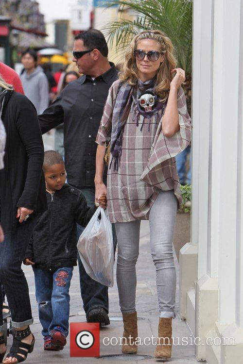 Heidi Klum along with her children and parents...