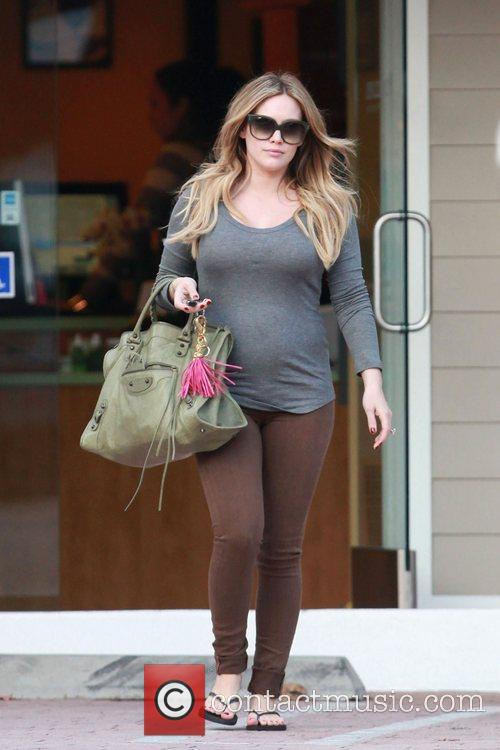 pregnant hilary duff shows off her big 3612253