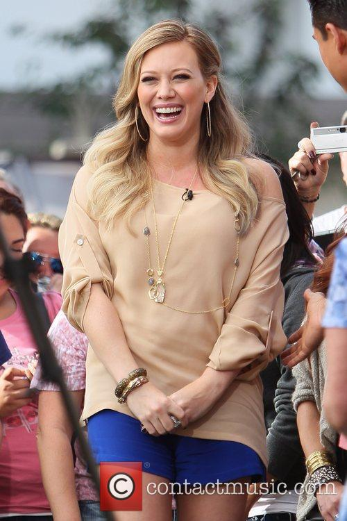 pregnant star hilary duff at the grove 5739664