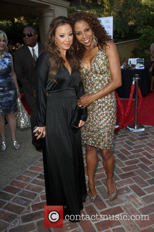 Leah Remini and Holly Robinson Peete 6