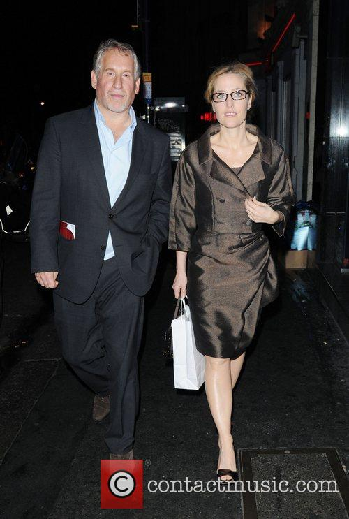 Gillian Anderson and Cafe De Paris 1