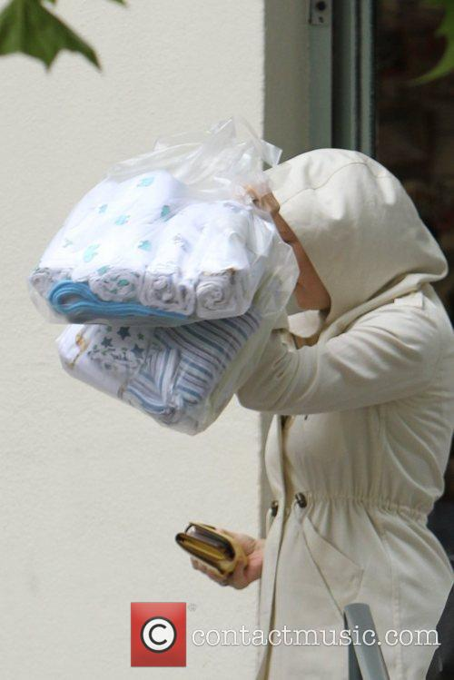 Kate Hudson Purchasing washable nappies and muslin baby...