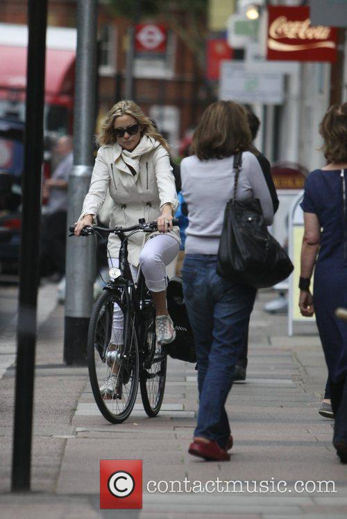 Kate Hudson riding her bike on the pavement...