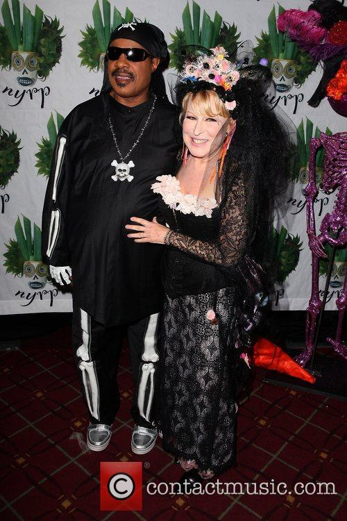 Stevie Wonder and Bette Midler 3