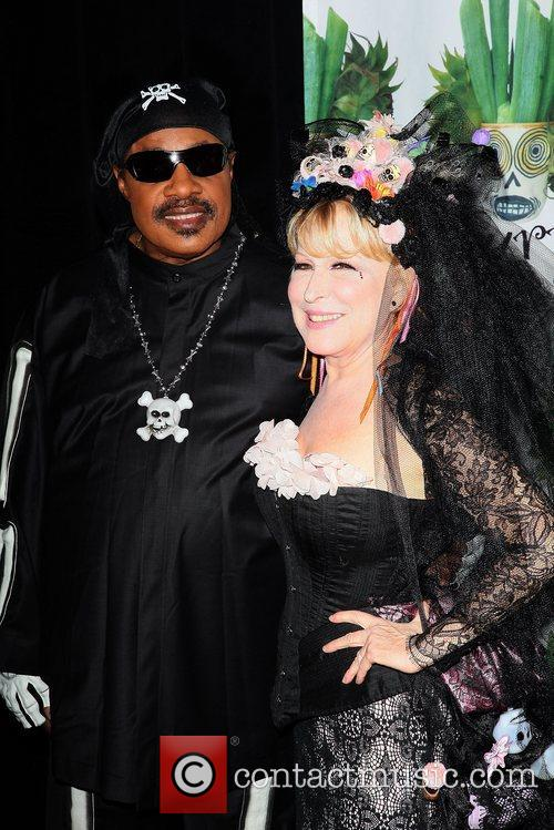 Stevie Wonder and Bette Midler 4