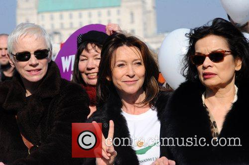 Annie Lennox, Bianca Jagger and Cherie Lunghi 12