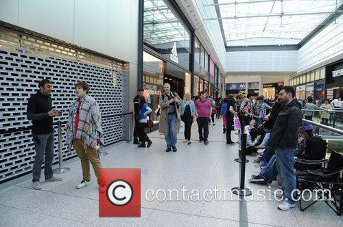 iPad 2 Launch in the UK The queue...