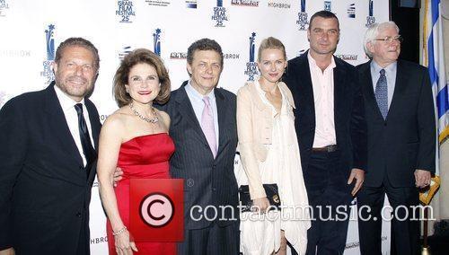 Mike Burstyn, Liev Schreiber, Naomi Watts and Tovah Feldshuh