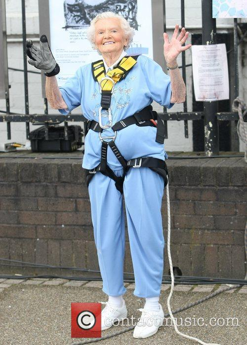 Doris Long the 97 year old abseils down...