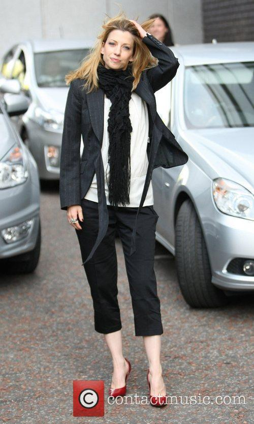 claire goose - outside the itv studios | 6 pictures